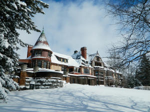 Exterior of the Sonnenberg Mansion during the wintertime