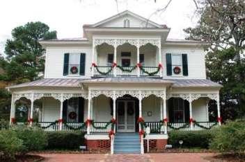 1897 Poe House in Christmas Splendor