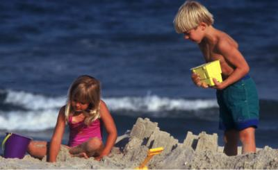 Kids building a sand castle