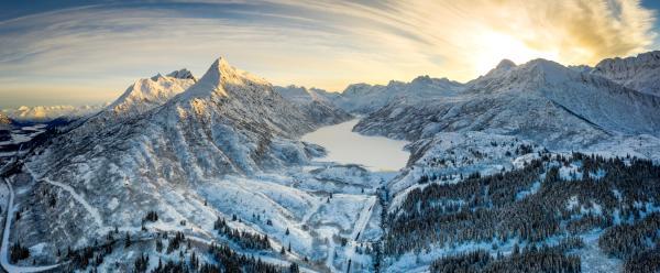 a mountain range and frozen lake