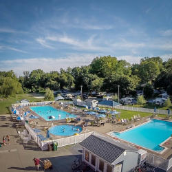 Hersheypark-camping-resort-summertime-pools