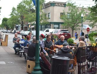 O'Sheas band on the outdoor patio