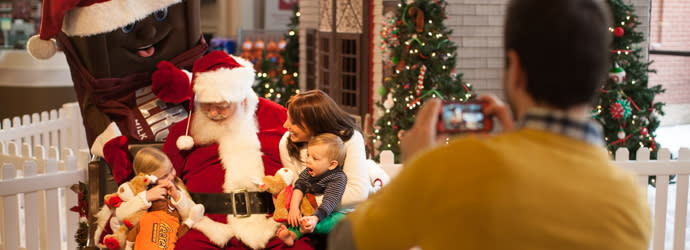 Photos with Santa at Hershey's Chocolate World Attraction