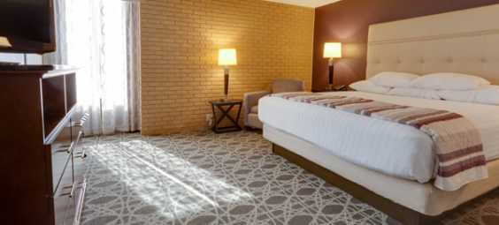 drury-inn-overland-park-remodeled-hotel-room