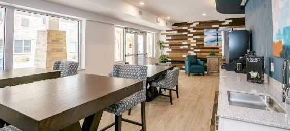 waterwalk hotel overland park Lounge