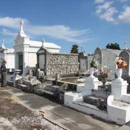Pictures of cemeteries in new orleans