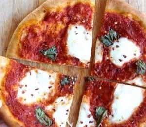 Margherita Pizza at Azzurro