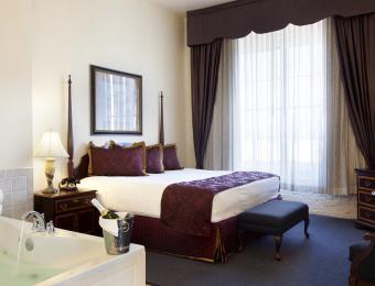 Romantic One Bedroom Jacuzzi Suite