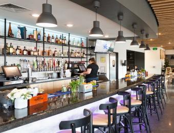 Meddys Greenwich_Bar-Craft-Cocktails