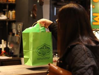 Uniquities shopper/bag Visit Wichita