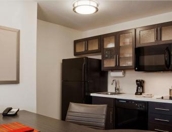 Sonesta Simply Suites Wichita Airport Kitchen