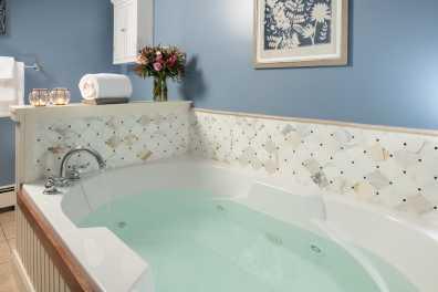 Grace Bailey Loft Suite Whirlpool