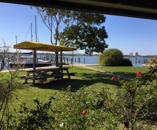 Pat's Riverfront Cafe