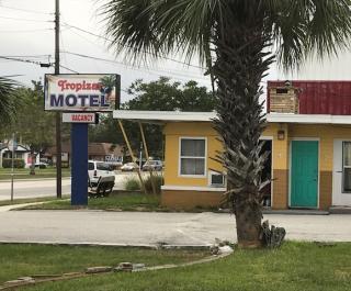 Tropizar Motel
