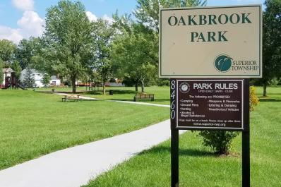 Oakbrook_Sign_(3).jpg