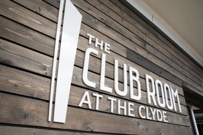 Front sign clyde club