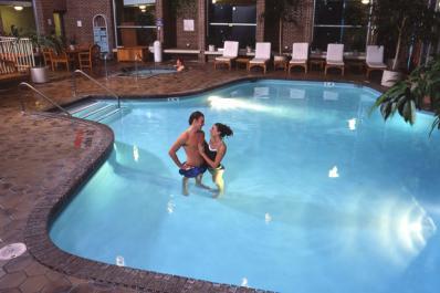 Hotel-Fort-Wayne-Pool.jpg