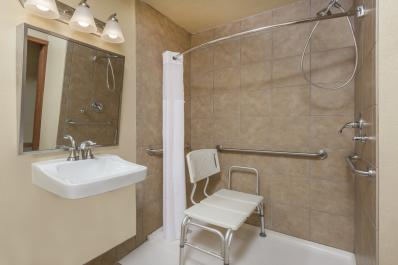 accessible room bath