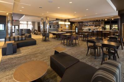 Lobby - Bistro dining area