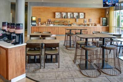 SpringHill Suites | Lobby & Dining Area