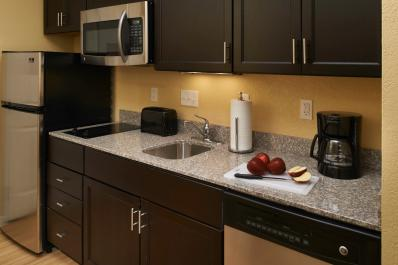 TownePlace Suites | Standard Kitchen