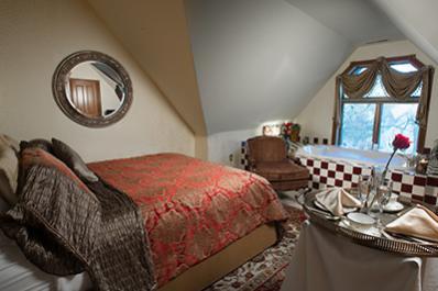 Historic Webster House - bedroom