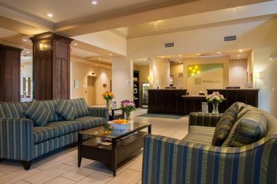 Holiday Inn & Suites Lobby