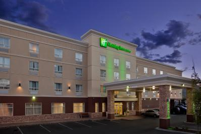 Holiday Inn & Suites Exterior