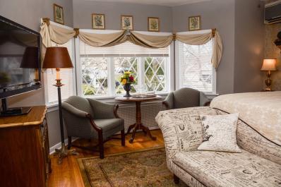 REGINA HOUSE TEA ROOM/GUEST HOUSE