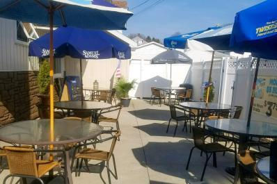 Carabello outdoor dining