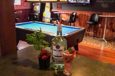Russen's Sports Bar billiards