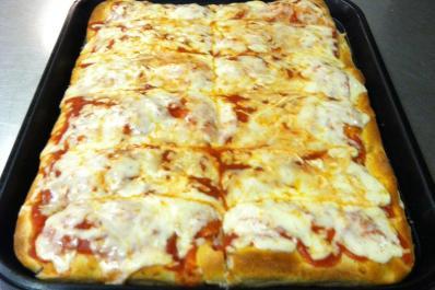 Pizza at Plibas