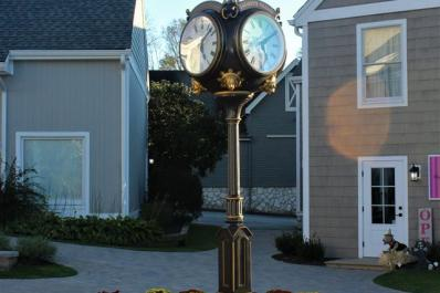 The Shoppes at Lafayette Clock