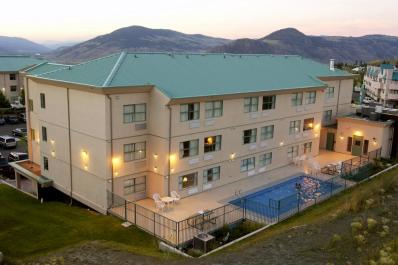 Pacific Inn & Suites Exterior