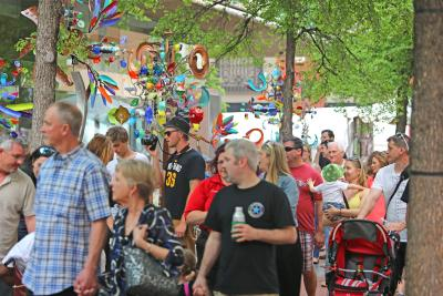 Main Street Arts Festival attendees