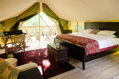 Glamping - Firelight Camps