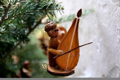 Come get your very own critter, a delightful, distinctive ornament and tabletop decoration that is handmade locally using natural materials.