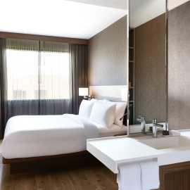 Metropolitan King Guest Room