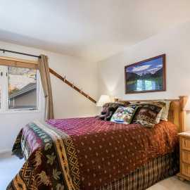 Queen bedroom 1st floor