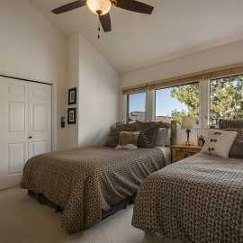 Queen & twin bedroom 2nd level