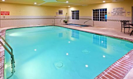 Country Inn and Suites Hotel Valparaiso pool
