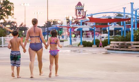 Deep River Waterpark - family walking