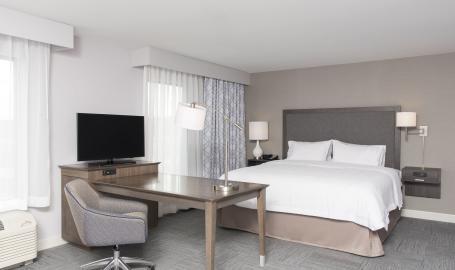 hampton-inn-michigan-city-king-room
