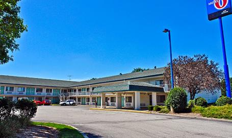 Motel 6-Exterior