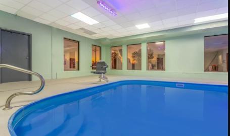 Days Inn Hammond Pool