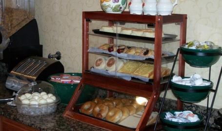 Country Inn and Suites Merrilllville Hotel breakfast