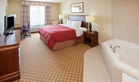 Country Inn and Suites Hotel Valparaiso whirlpool suite