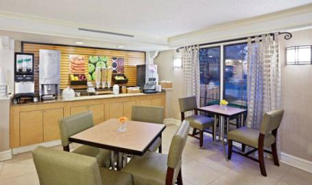 LaQuinta Breakfast Area