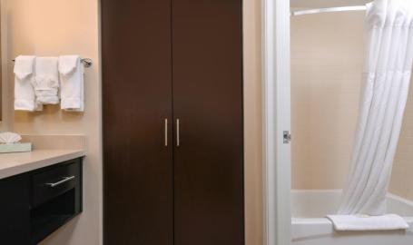 Staybridge Suites Merrillville Hotel bath