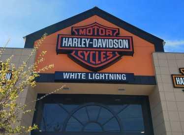 White Lightning Harley Davidson_Exterior